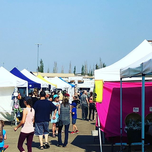 Could that actually be blue sky we're seeing? Mother Nature has answered our prayers! Come to Baseline Farmers Market tonite from 4-8pm and catch the great vibe of our local community. #sherwoodpark #baselinefarmersmarket . . . . . . . . #sherwoodparkmoms #shpkfitness #shpklocal #fortsask #ardrossan #yeg #yegeats #yeglife #edmonton