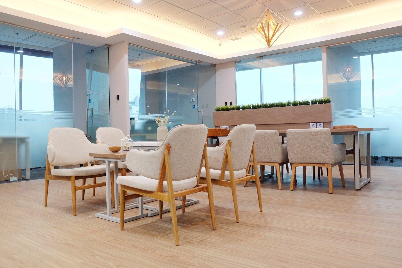 memiliki sarana bekerja yang nyaman sangat penting untuk produktivitas semua karyawan (photo credits: avenue8 offices)