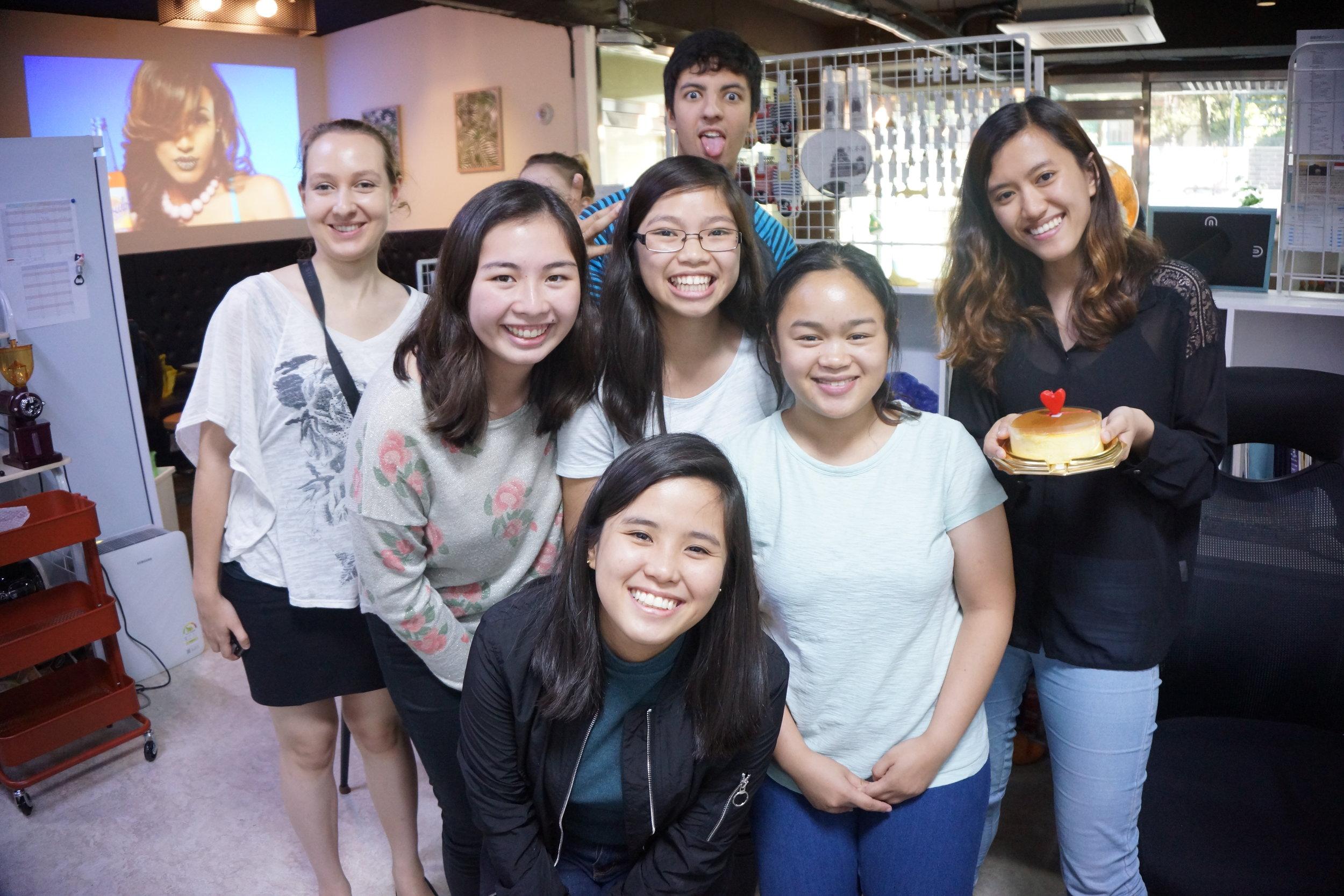 Các hoạt động tại Acopia Cafe - Chương trình thực tập-Nói chuyện miễn phí với các thực tập sinh đến từ nhiều nước khác nhau-Sự kiện văn hóa-Chương trình trao đổi ngôn ngữ-Bán các Sản phẩm về Kumamon- Phục vụ các loại đồ uống và đồ ăn vặt