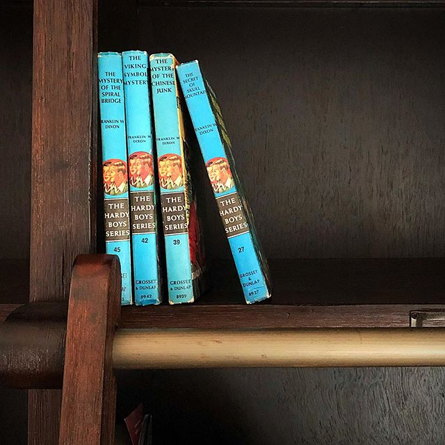 Top Shelf Books (These came from Mark's childhood home in Maine & currently reside in the second story loft at A Dubé STAY) . #memories #hardyboys #vacationreads #bookretreat #discoverwisconsin #travelwisconsin #visipepin #visitstockholm #stockholmwisconsin #adubestay