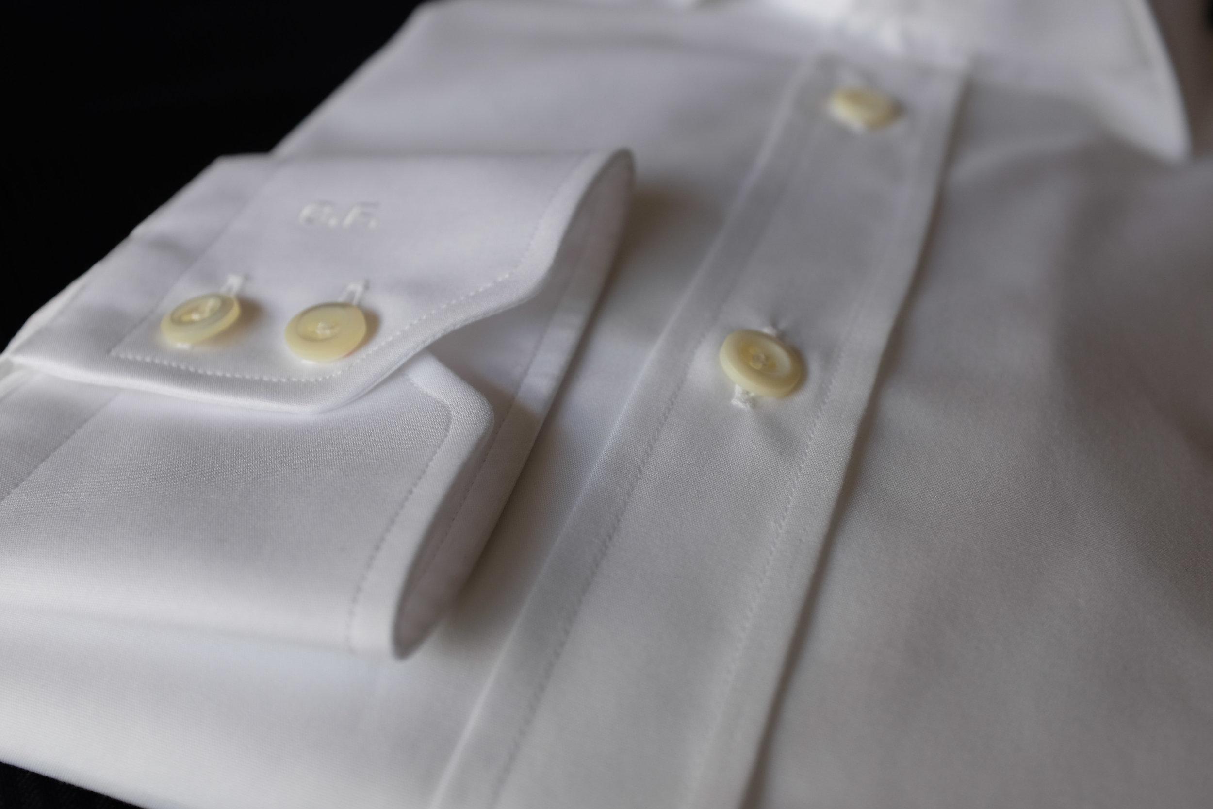 Hemden - Einfach auswählen, Masshemden von van Laack oder Halbmasshemden von Kauf.