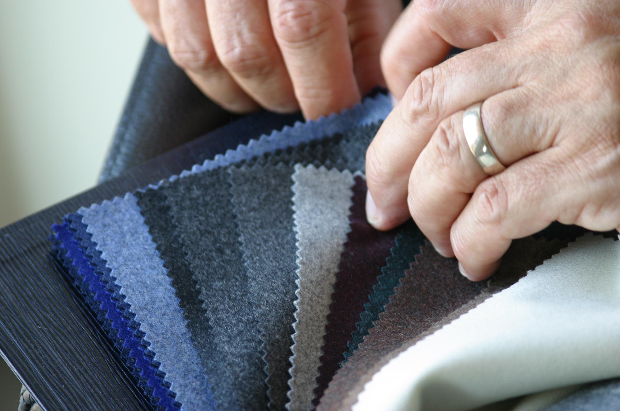 Von blau über grau bis beige - egal welche Farbe - ein Massanzug aus der Stoffkollektion Flannel & Saxony von Scabal ist genau das richtige für kalte Tage