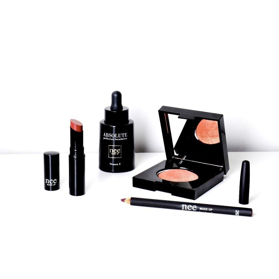The Lipstick matte&fluid Gipsy è la tinta labbra per eccezione👄 Non sbava ed è a lunga tenuta, per labbra da baciare💋 . . . #lipstick#lips#tintalabbra#rossettorosso#redlipstick#neemakeup#neemakeupmilano#makeup#makeuplover#makeupaddicted#makeupinspo#redpassion#rossettolabbra#lippen#lippenstift#truccoprofessionale#makeupartist#truccolabbra#rossetto