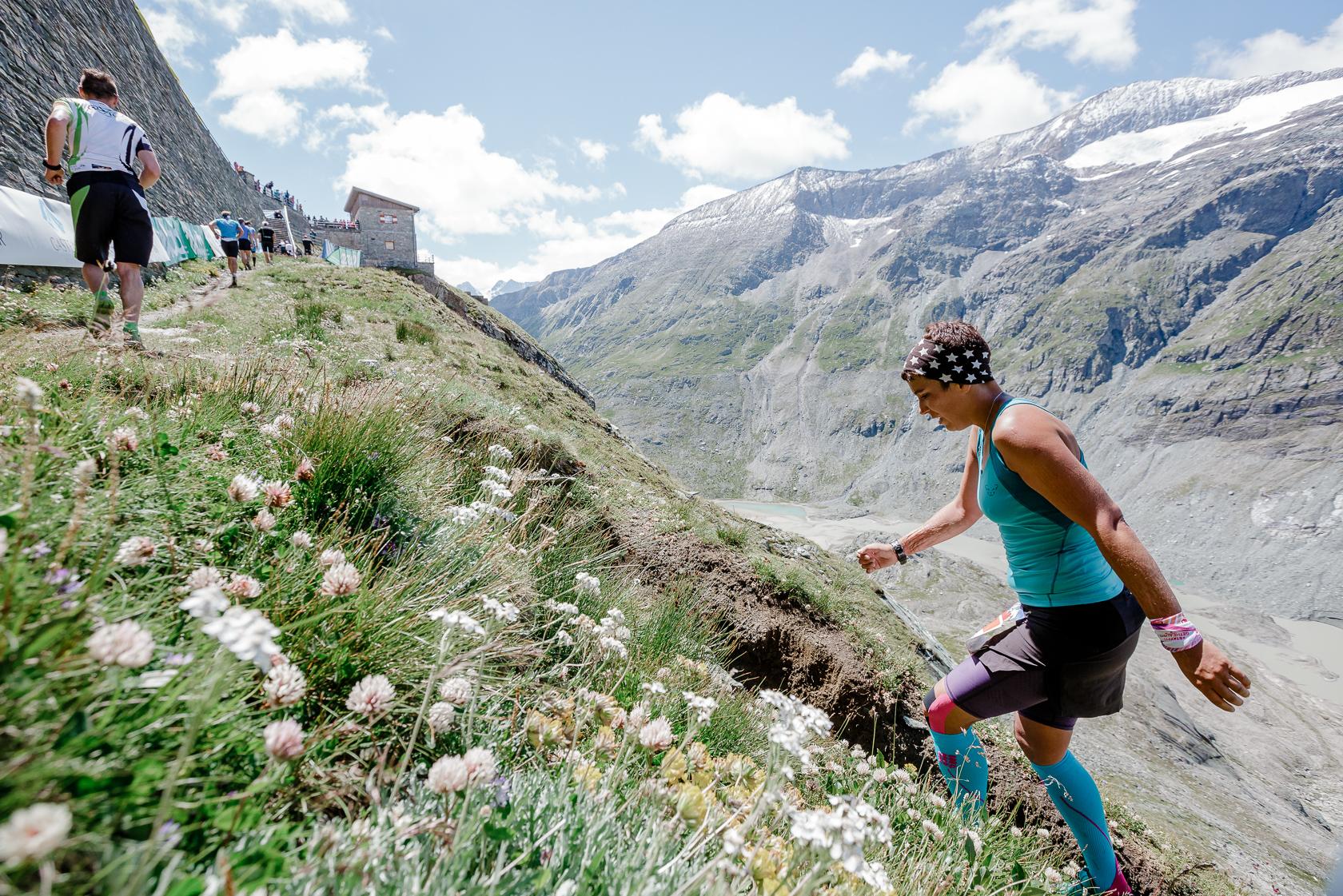 Teilnehmerin im Zielbereich beim Glocknerberglauf