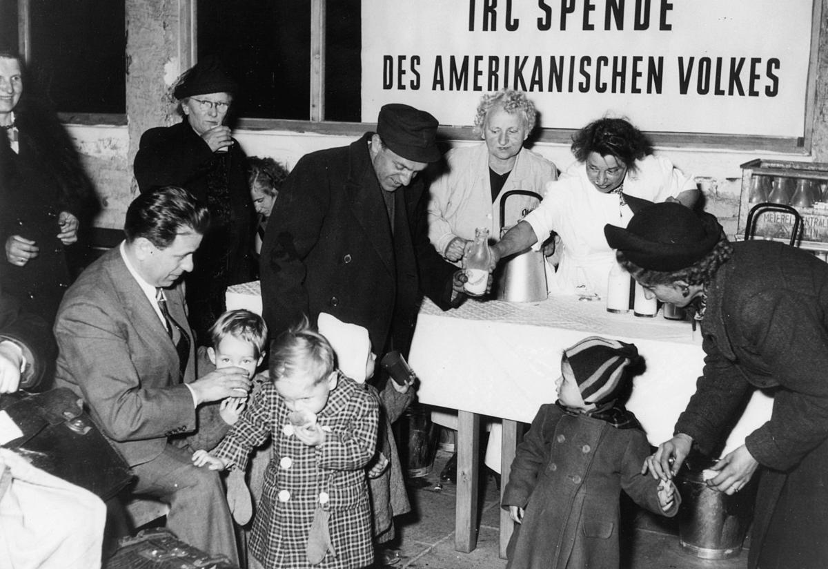 1945_berlin_fooddistro_p25_1.jpg