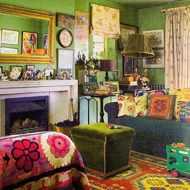 A peek inside the creative & colourful Cotswold home of @officialgiffordscircus founder Nell Gifford, featured in @telegraph Magazine this weekend We went to see the show again last night, if you haven't seen it you absolutely must!  It is just brilliant & beautiful! #colour #creative #art #interiors #inspiration