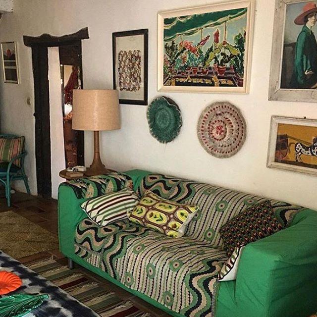 💚 Gallery wall inspiration from @lucindachambers 💚#art #greensofa #patterns