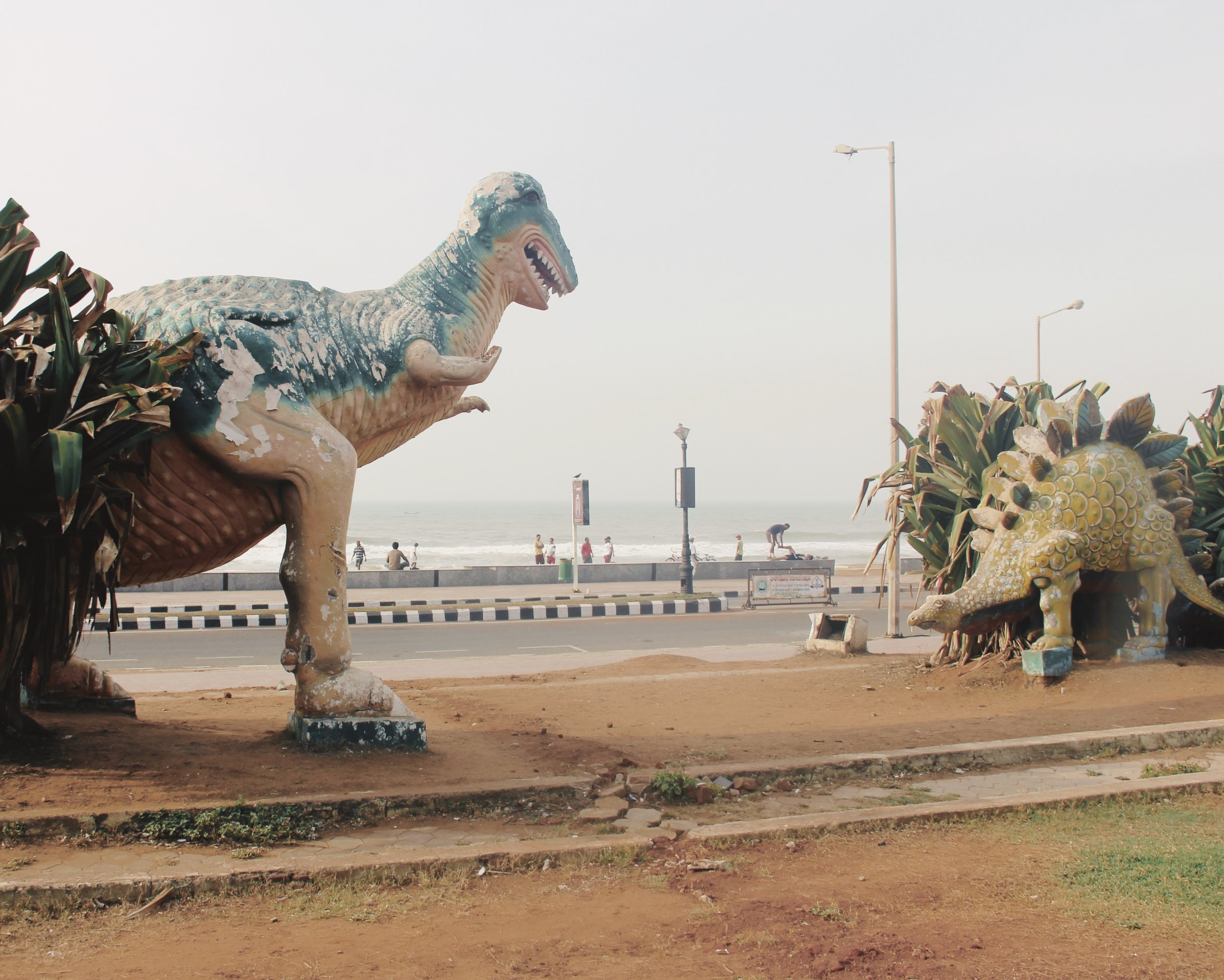 Two dinosaur statues having a stand off.