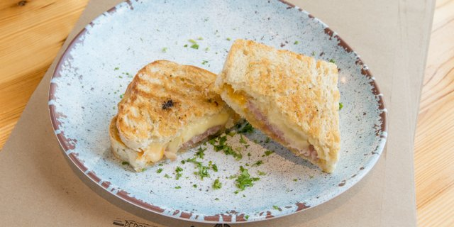 adult_grilled_cheese_01[1].jpg