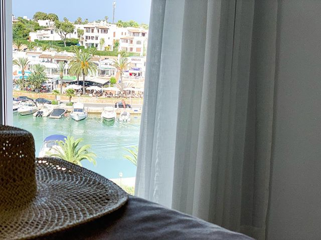 Vistas que te dan la vida... #mallorca#decoracioninteriores #interiordesign #photography #seaview #stylish