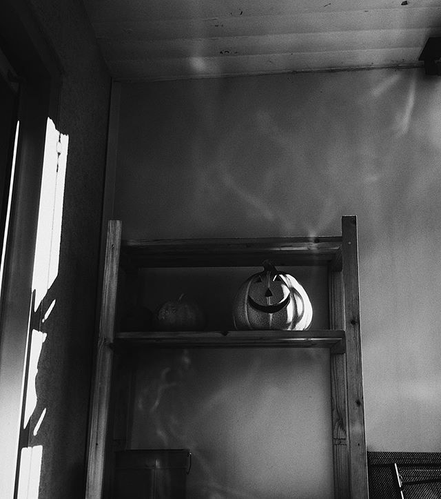 Keep a smile with you. #switzerland #vaud #autumn #monochrome #blackandwhite #shadowhunters #smile #bw #simply_noir_blanc