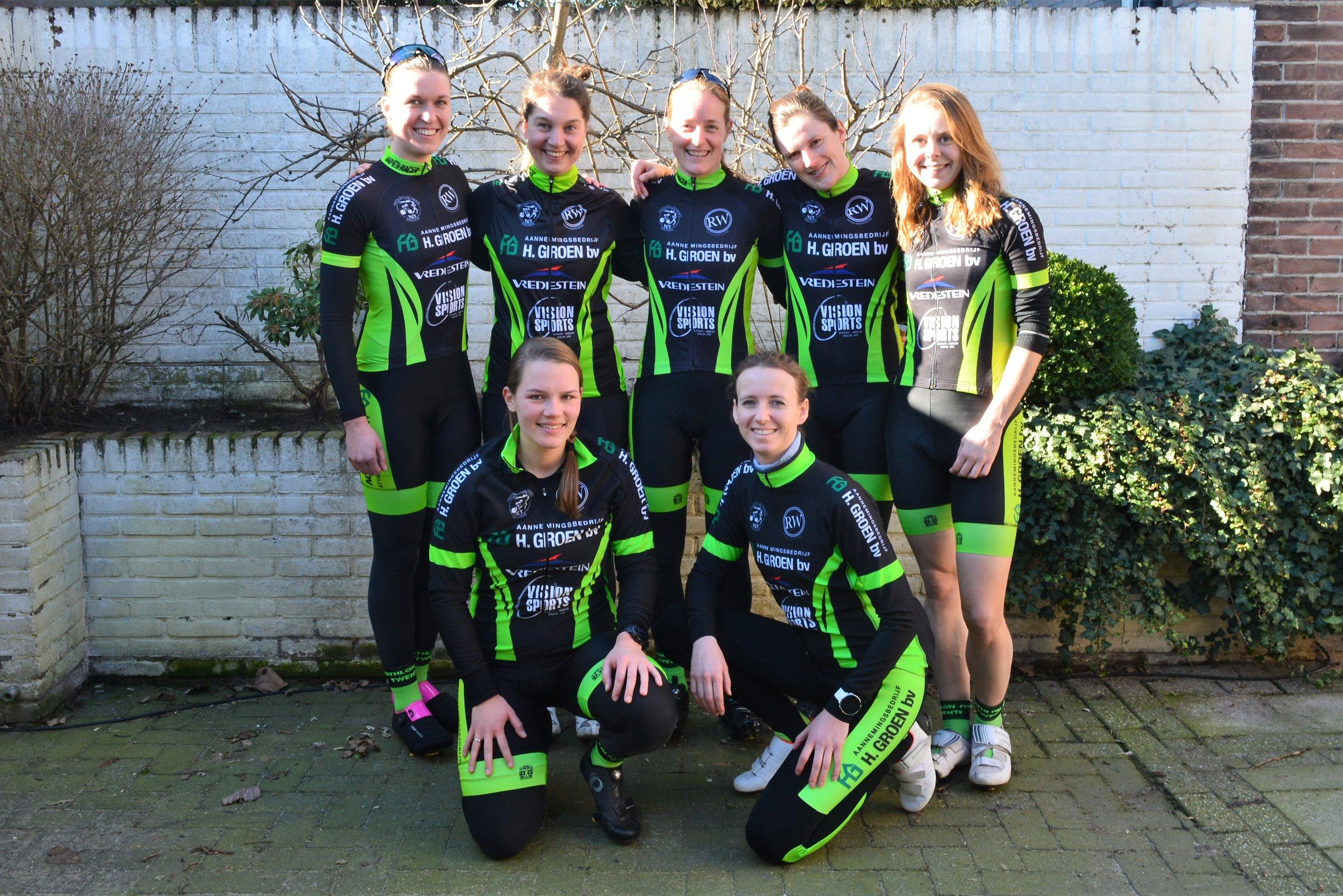 1e divisie damesteam 2019 (bewerkt).jpg