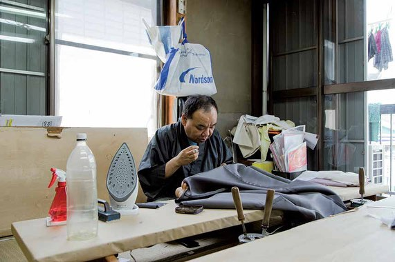 "Story 5/15 Journal sneak peek Chapter II - Who We Meet from @tokyo_madebypeople ________ The Ancient Art of Kimono Tailoring Mitsuhiro Hiragi  ________ ""Hiding away in the outskirts of Tokyo is a small building housing some of the city's most talented tailors. Using a technique that has been around almost 400 years, these artisans are well known for their handmade kimonos. Meet Mitsuhiro Hiragi, who's combining traditional and advanced techniques to make sure his family's kimono business lives on."" ________ Words by @mana_oco_wilson Pictures by @taiga.kato.jp  Link in bio for the entire journal Issue 3. #acitymadebypeople  #cityenthusiast  #tokyo #fashion #livability #liveability #culture #cities #citizens #journal #magazine #print"