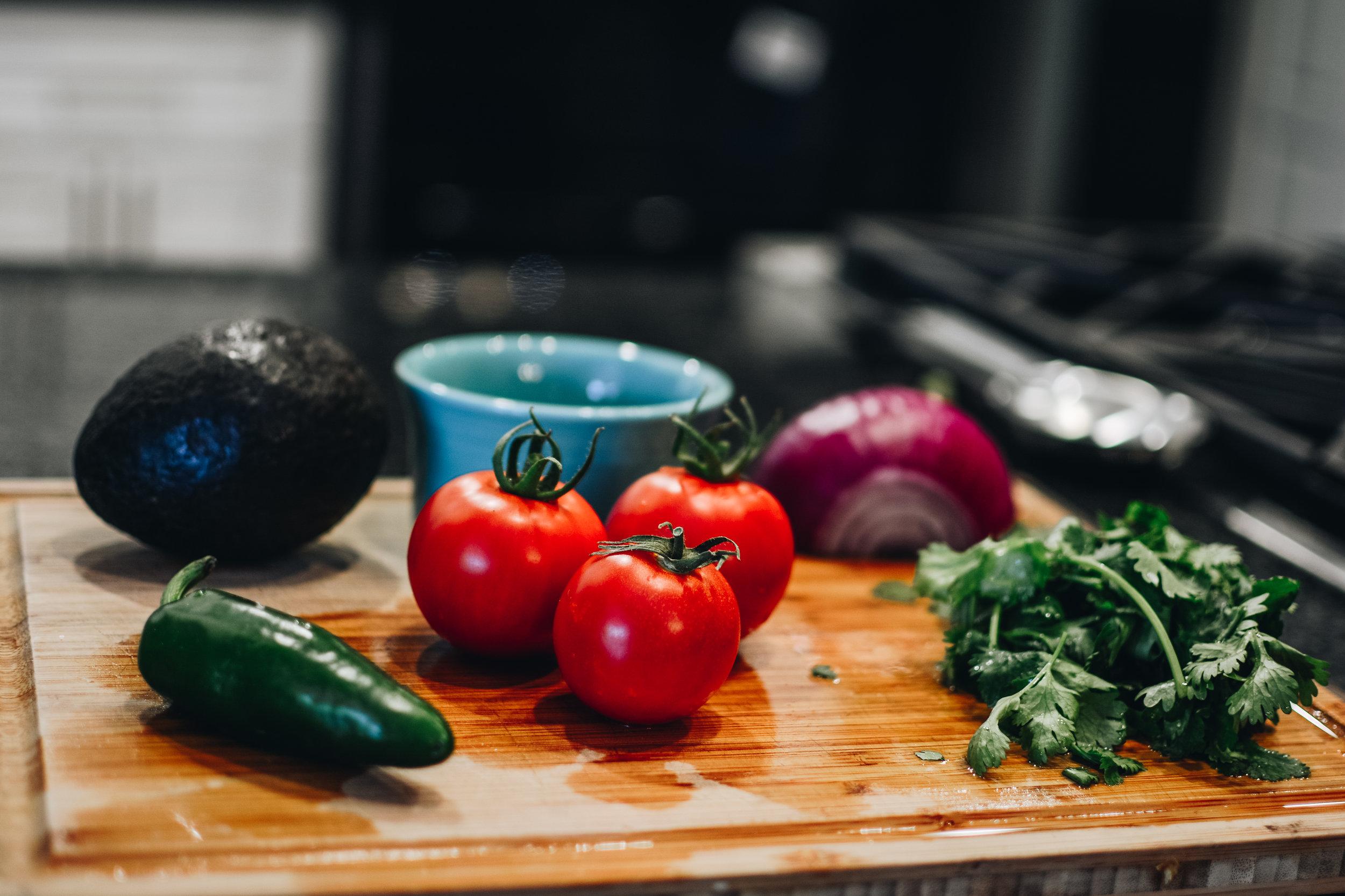 avocado tomato cilantro