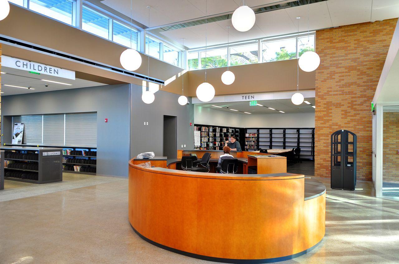 Oak-lobby.jpg