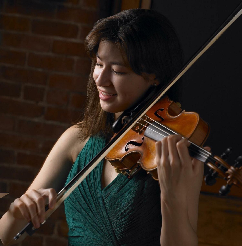 Stephanie Zyzak, violin