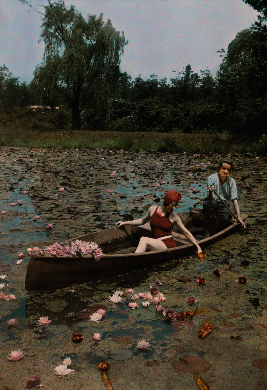 natgeofound :     A couple in a boat paddle on a lily pond and collect flowers in the Kenilworth Aquatic Gardens in Washington D.C., 1923.  Photograph by Charles Martin, National Geographic