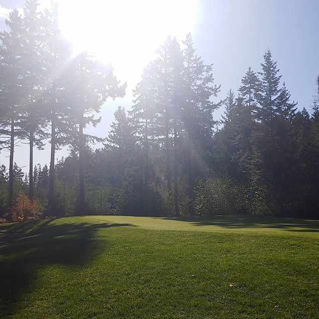 Happy Thanksgiving from all of us at the Quadra Island Golf Club 🍁🍂🍁🍂🌄🌅 #quadra #quadragolf #sunnyskies #fall #family #food #getoutside #thankful #thanksgiving #vigolftrail #holiday #enjoy