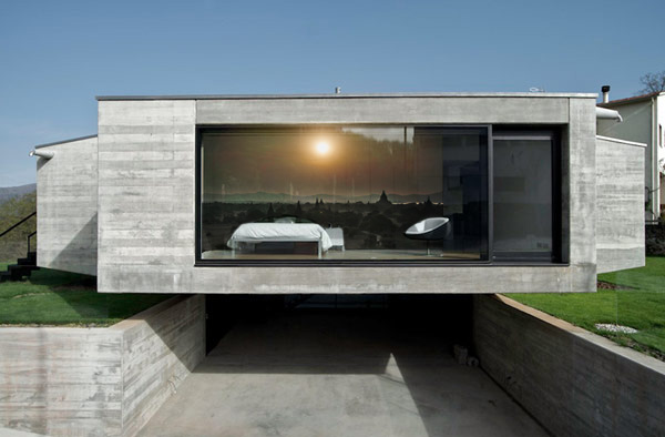 house-in-girona-1-Wall-.jpg