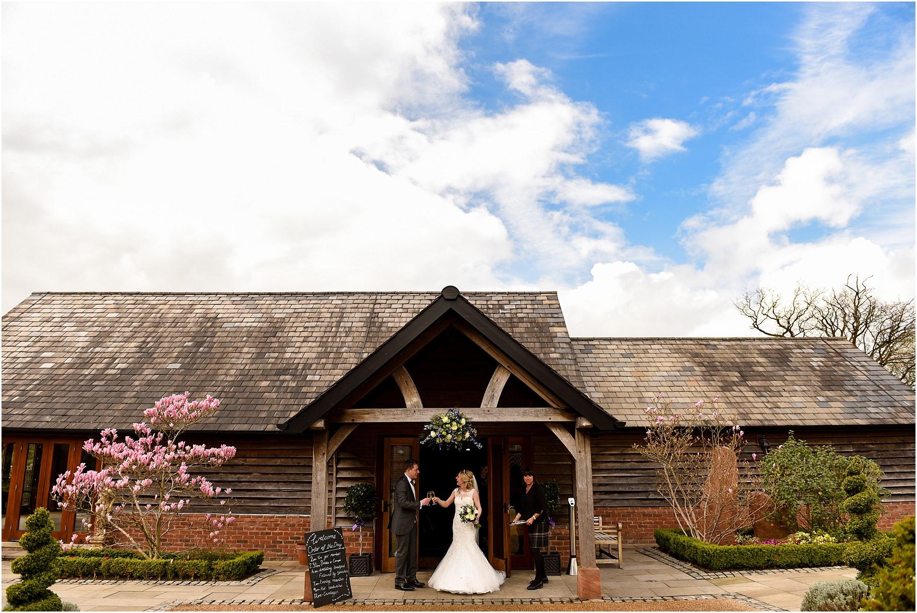 sandhole-oak-barn-wedding-044.jpg