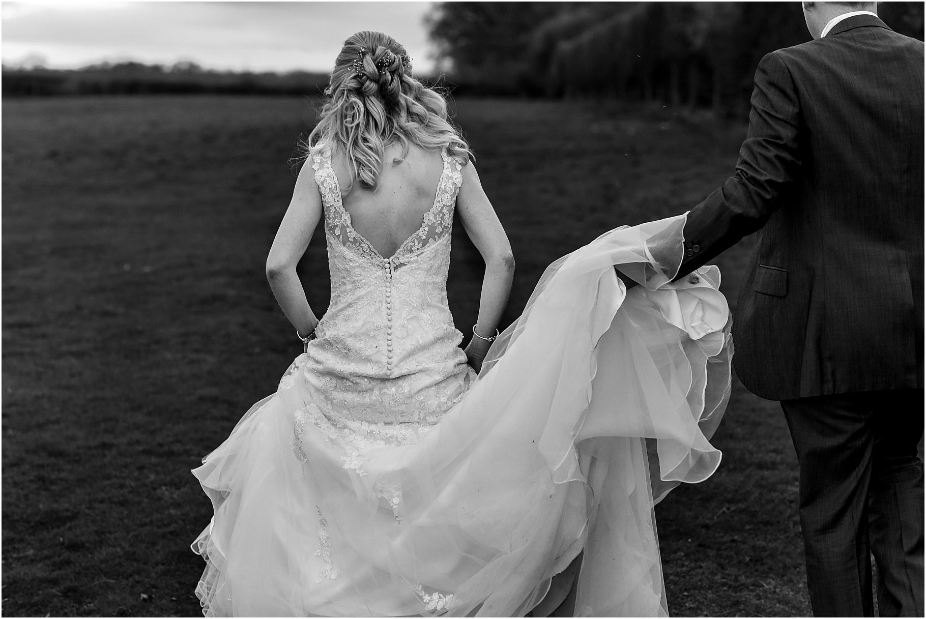 sandhole-oak-barn-wedding-089.jpg