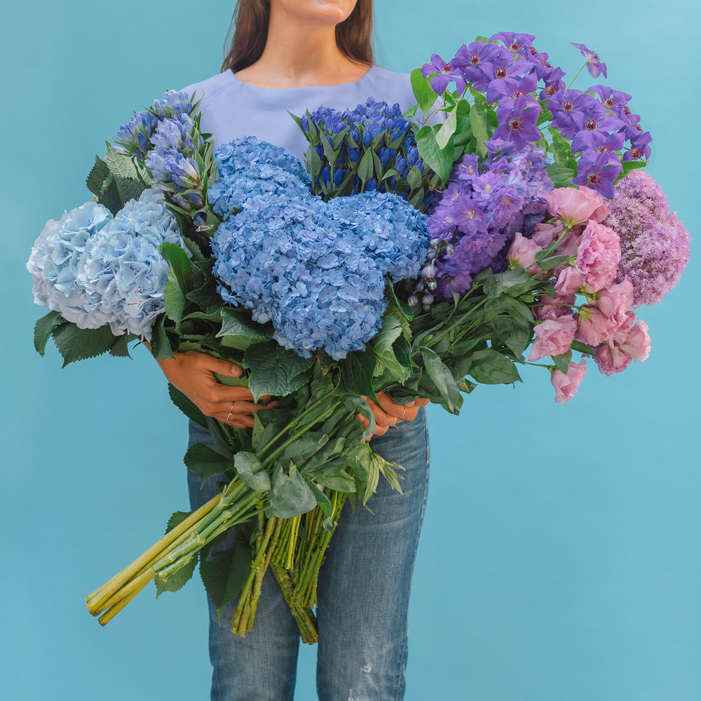 the-easiest-way-to-make-any-flowers-look-expensive-ombre-blue-floral-59c57dd9d9b1651460d80fa9-w1000_h1000.jpg