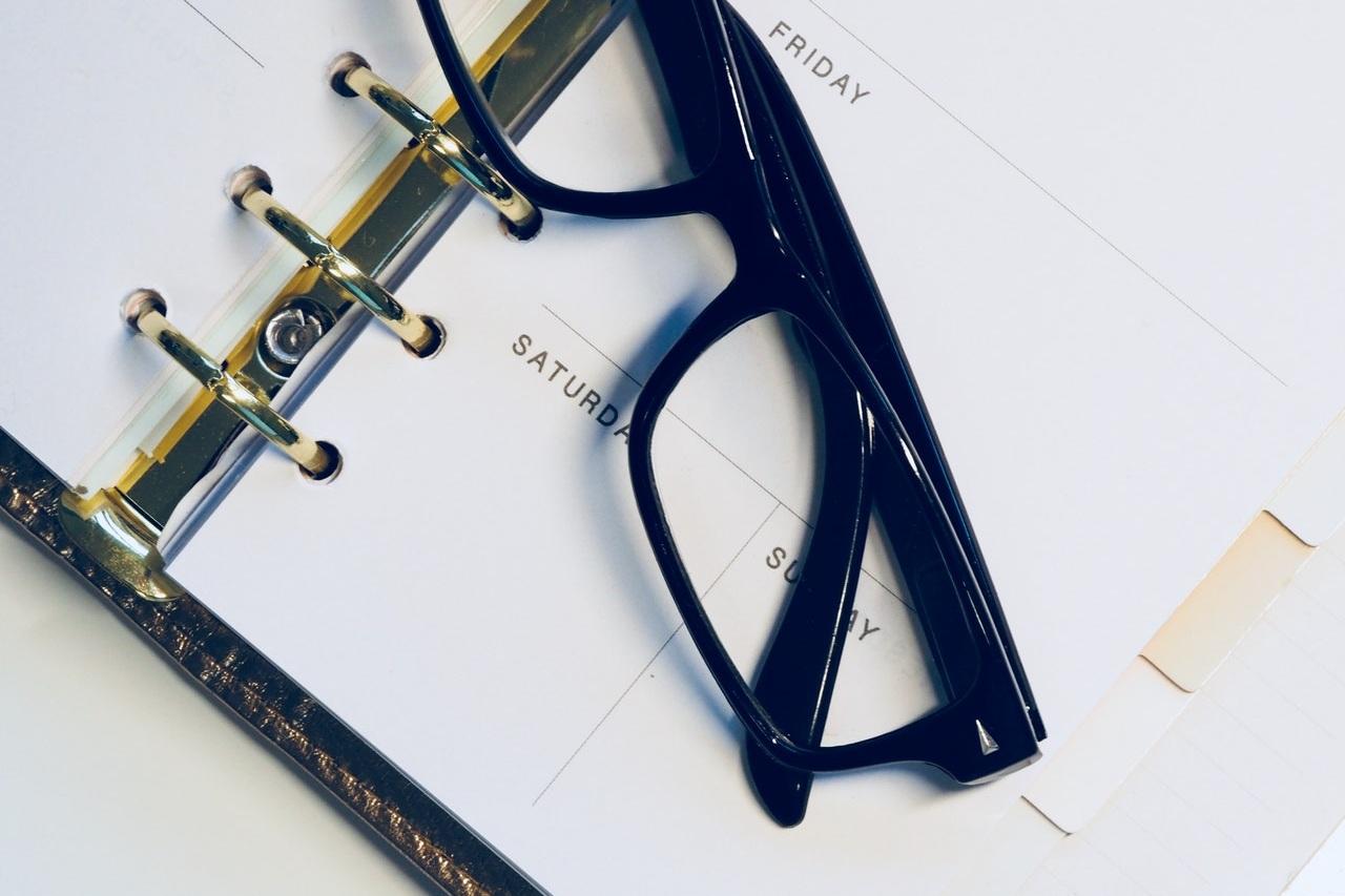 calendar-eyeglasses-eyewear-917293.jpg