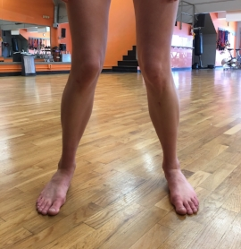 Important note here: I'm not actively pushing my knees together. I'm allowing them to rotate inward as a result of relaxing my arches.