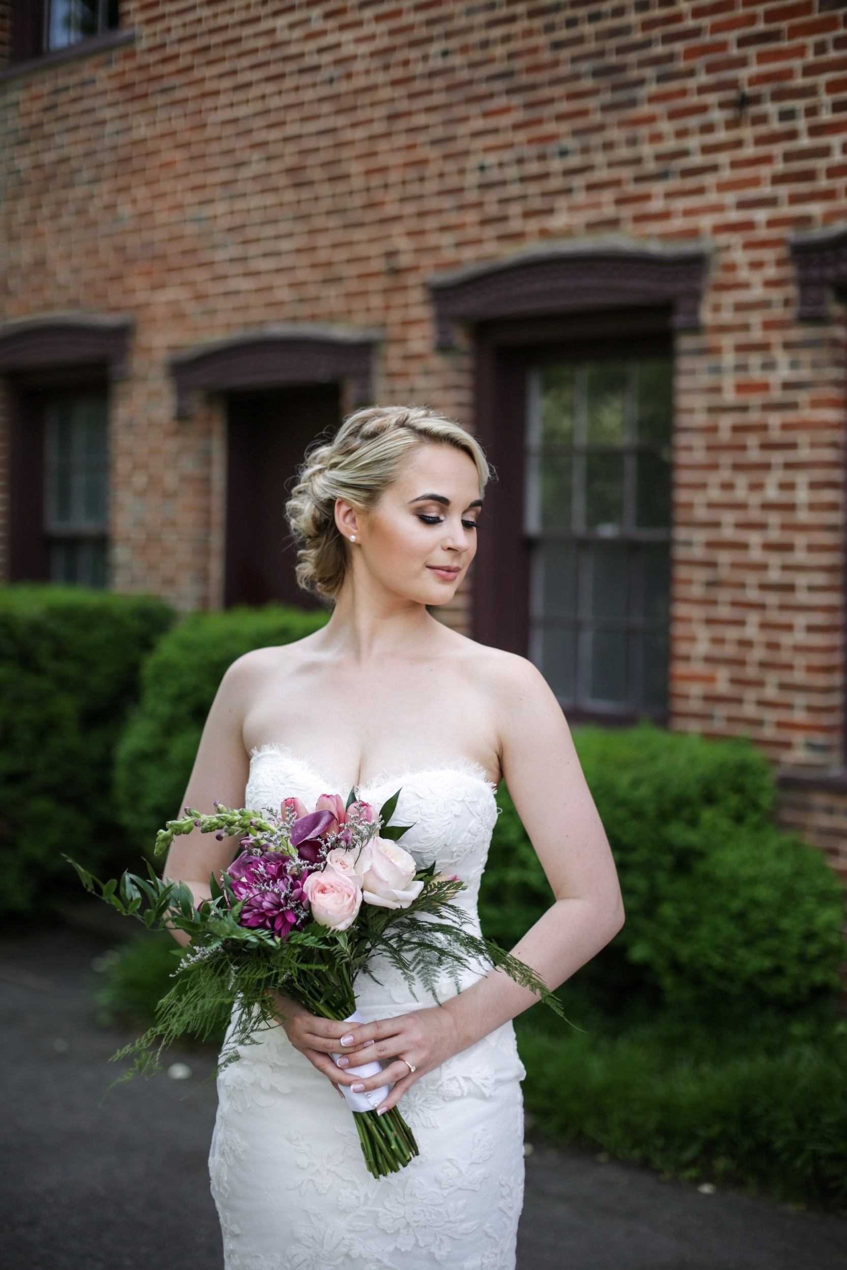 bride at Smithville Mansion