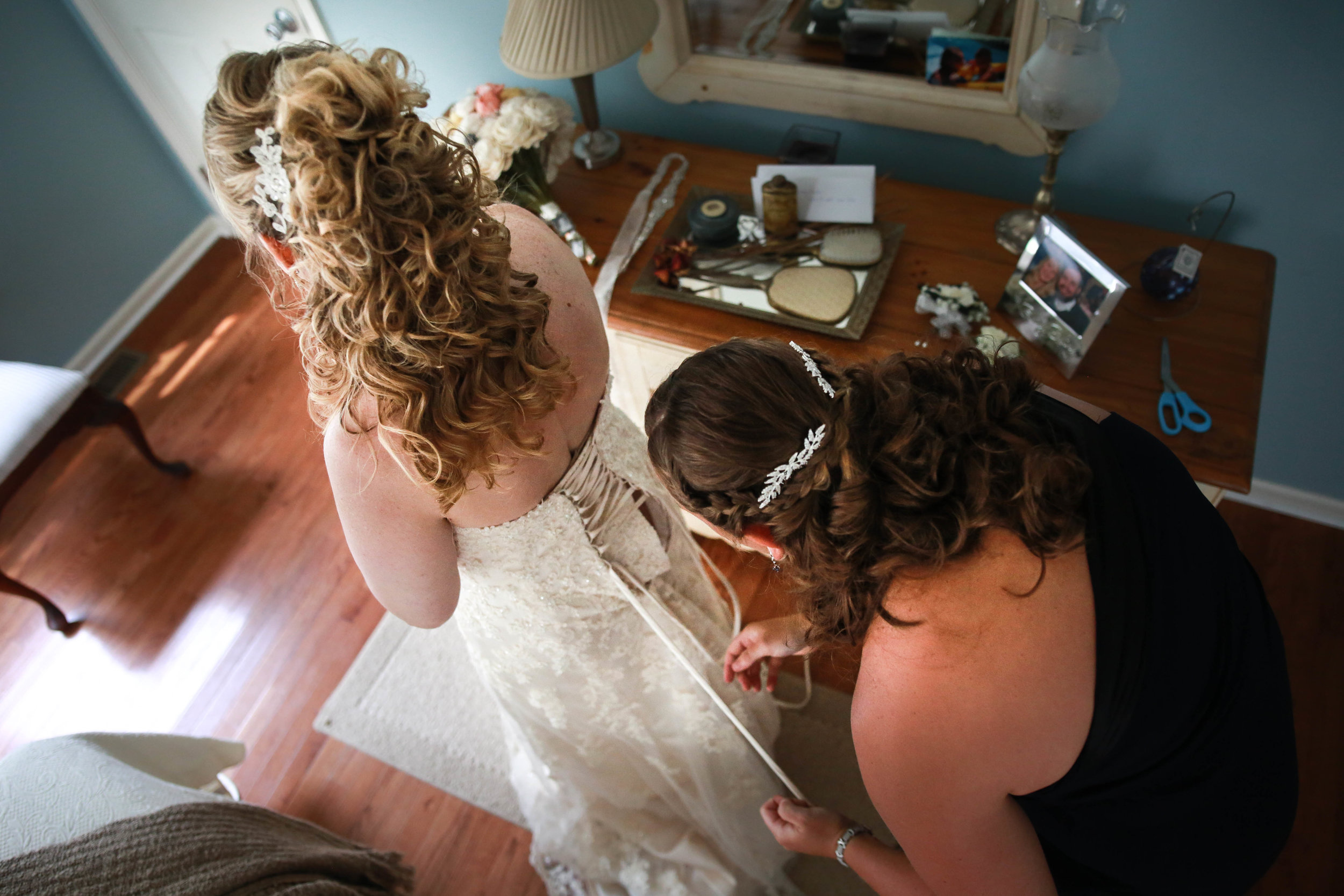 bride getting ready in cream ridge NJ