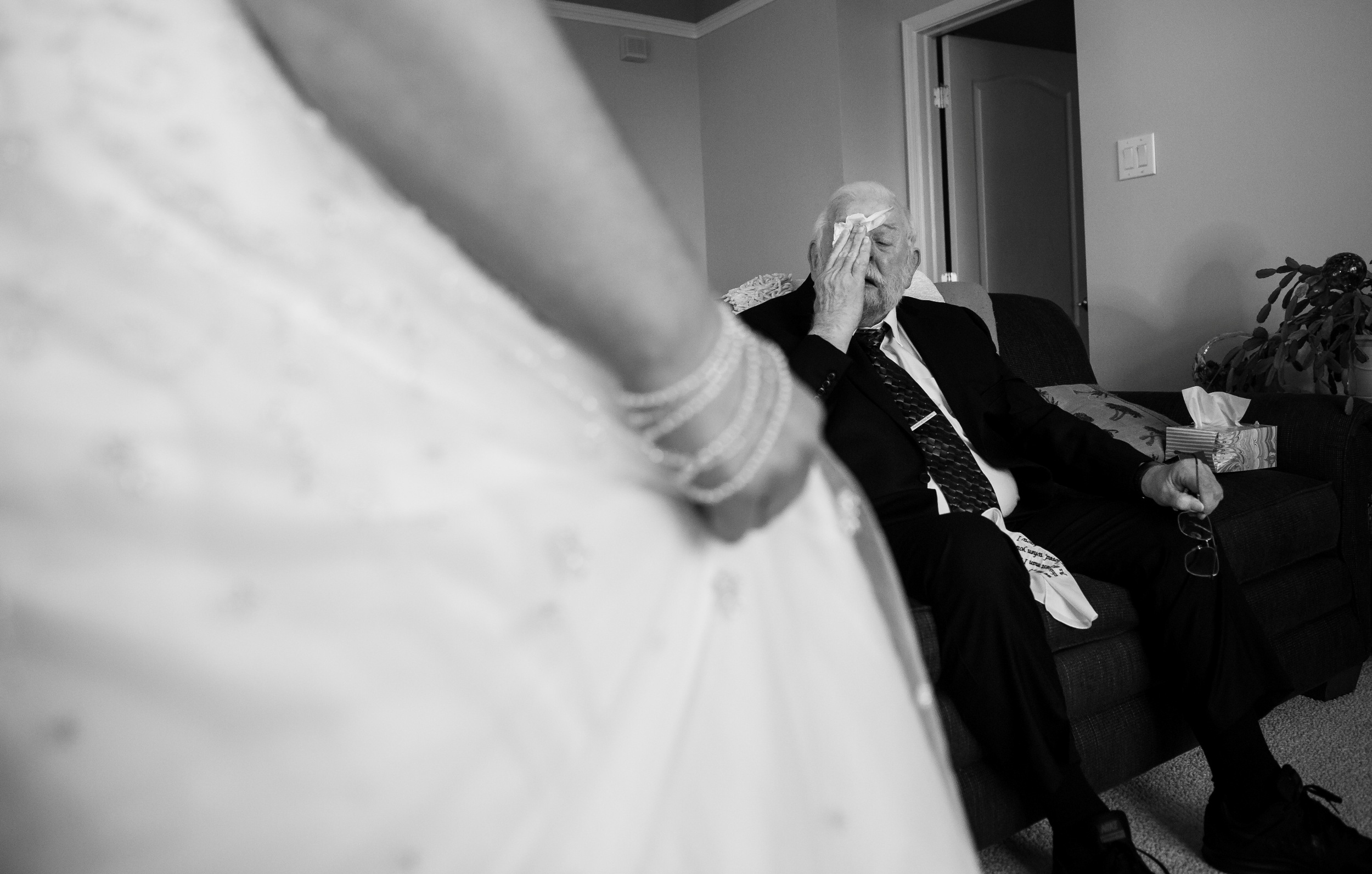 dad first look with bride