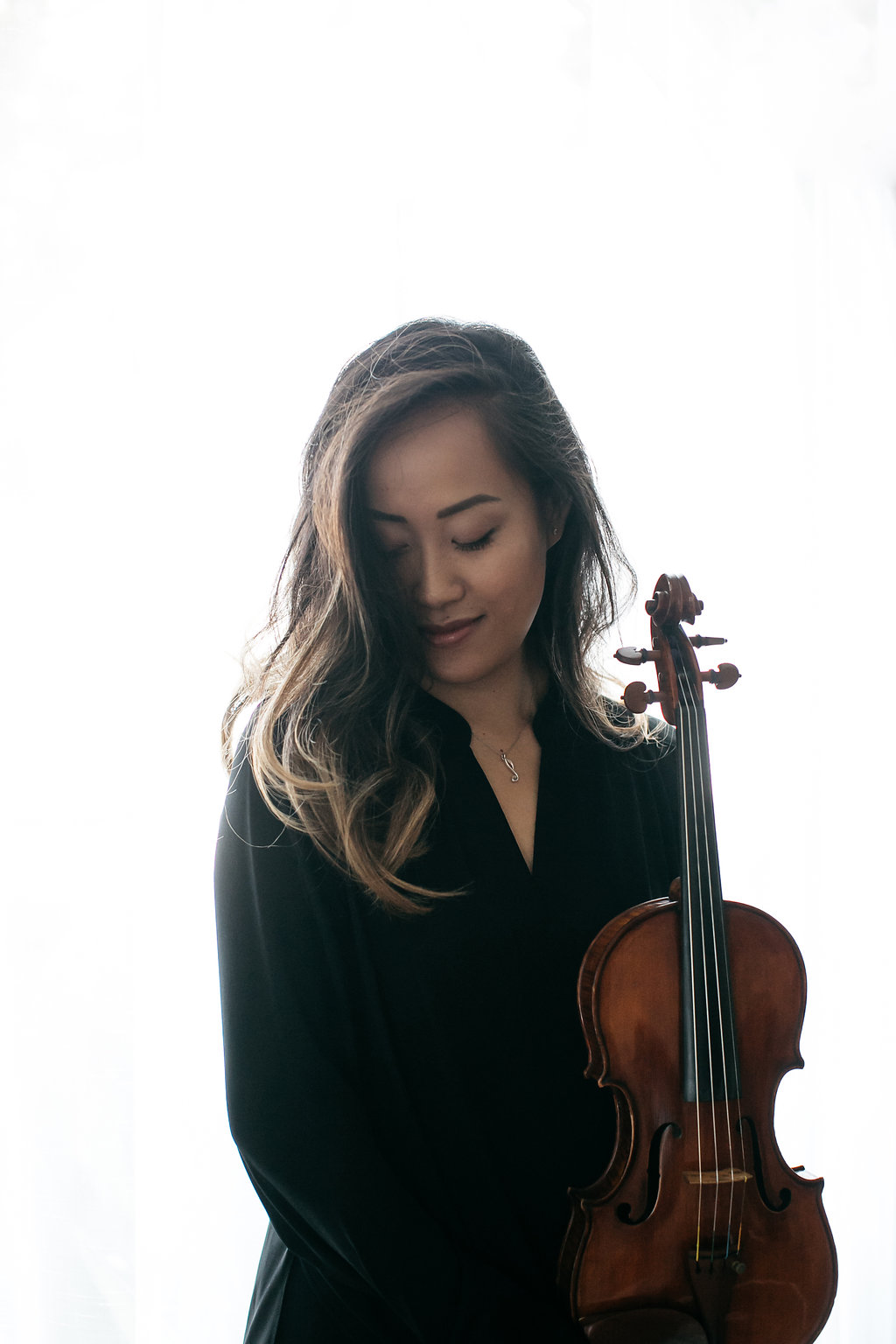 About Melody - Violinist