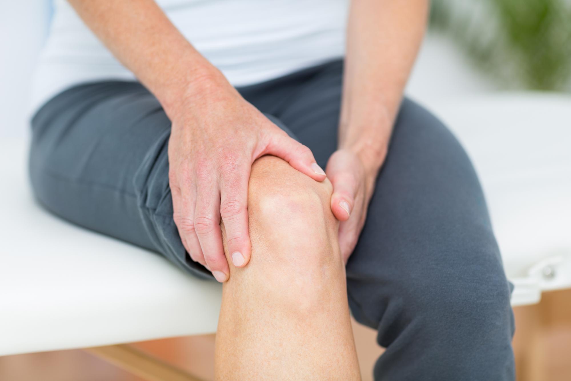 Knee-arthritis-pain-treatment-chronic-knee-pain-chris-homan