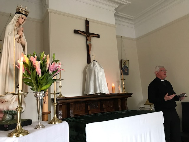 Fr Gerard Ryan speaks to the community about devotion to Our Lady.
