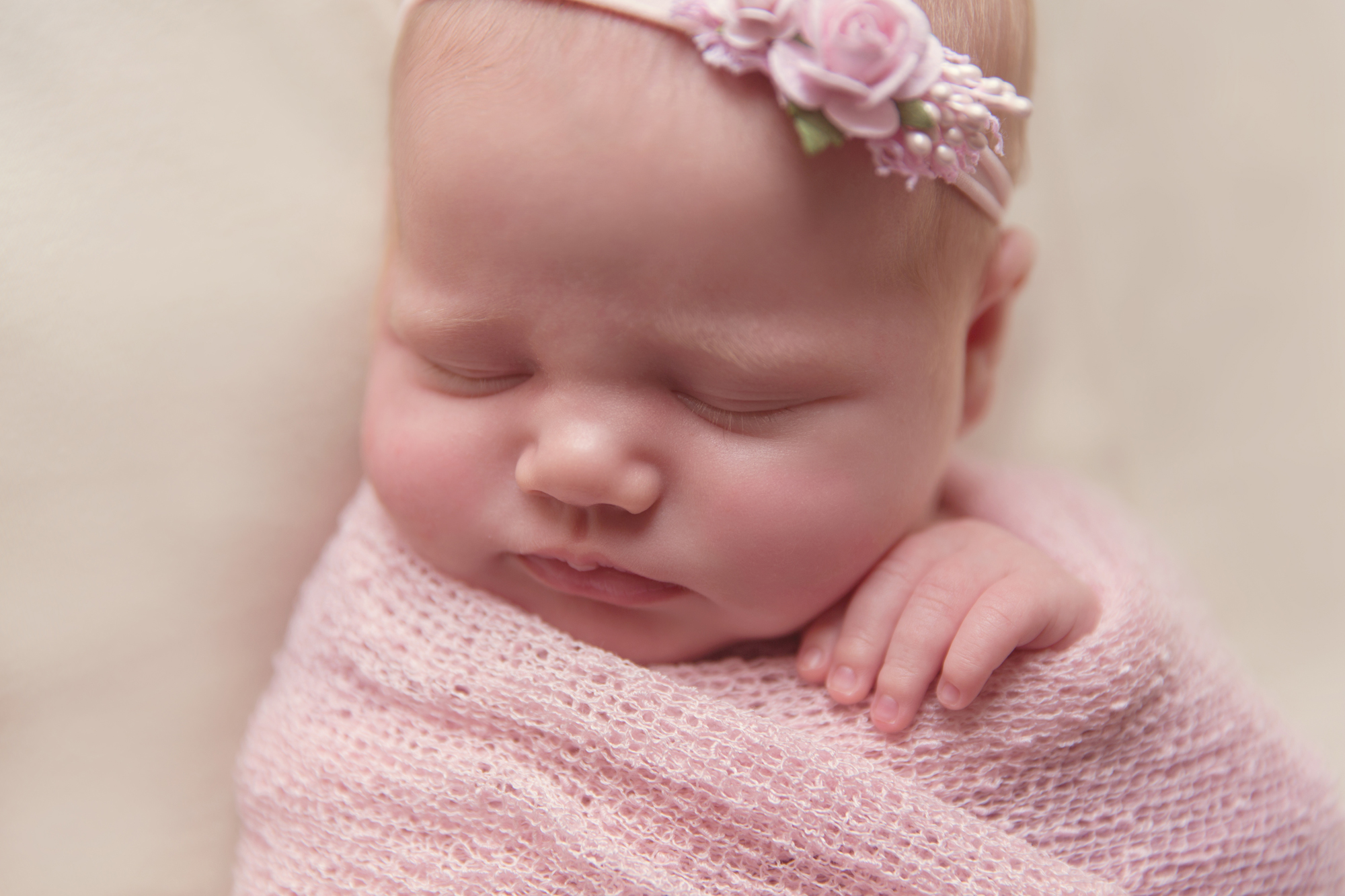 SunlightPhotography_Newborn_Hannah08w.JPG