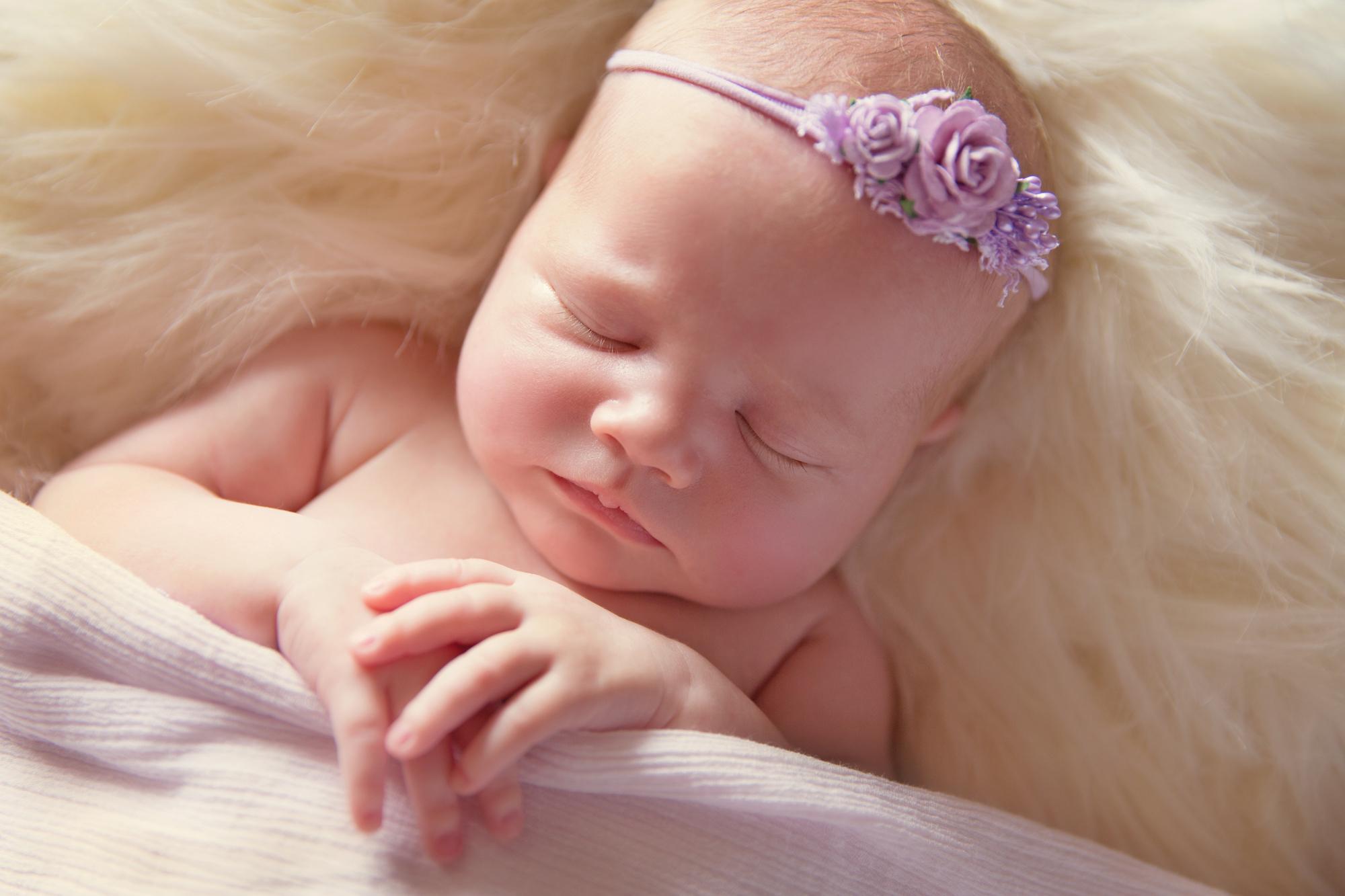 SunlightPhotography_Newborn_Hannah20w.JPG