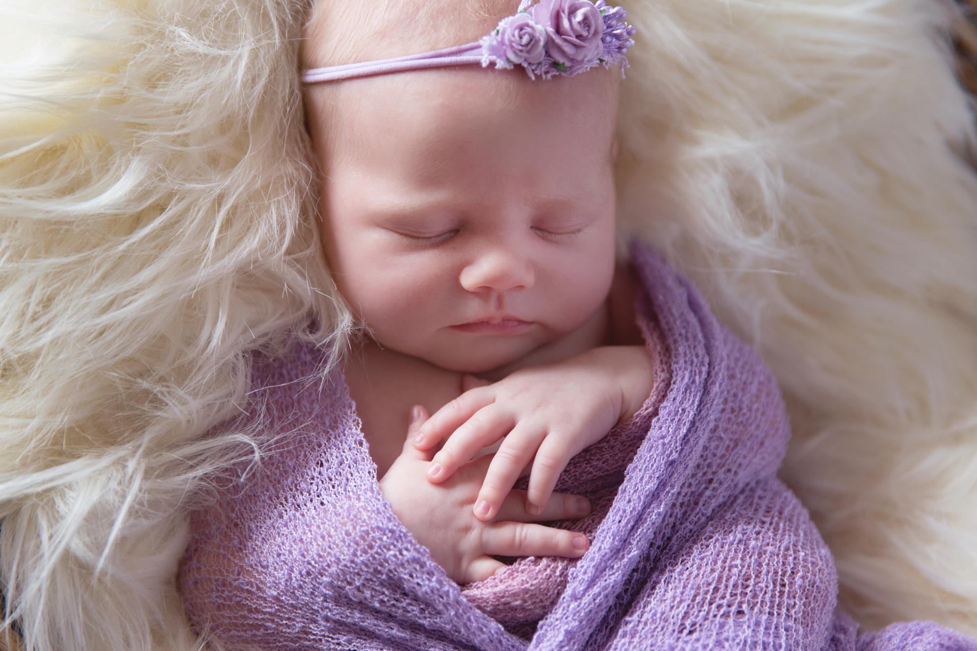 SunlightPhotography_Newborn_Hannah24w.JPG