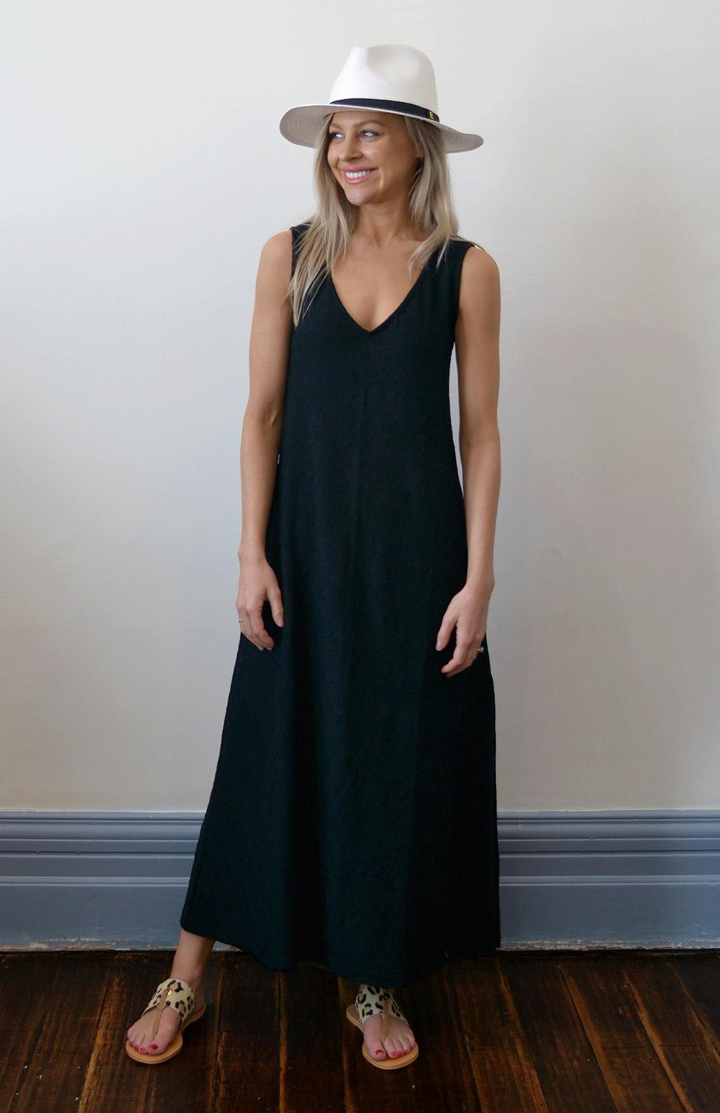 8572-v-neck-maxi-dress-black-abbey-00.jpg