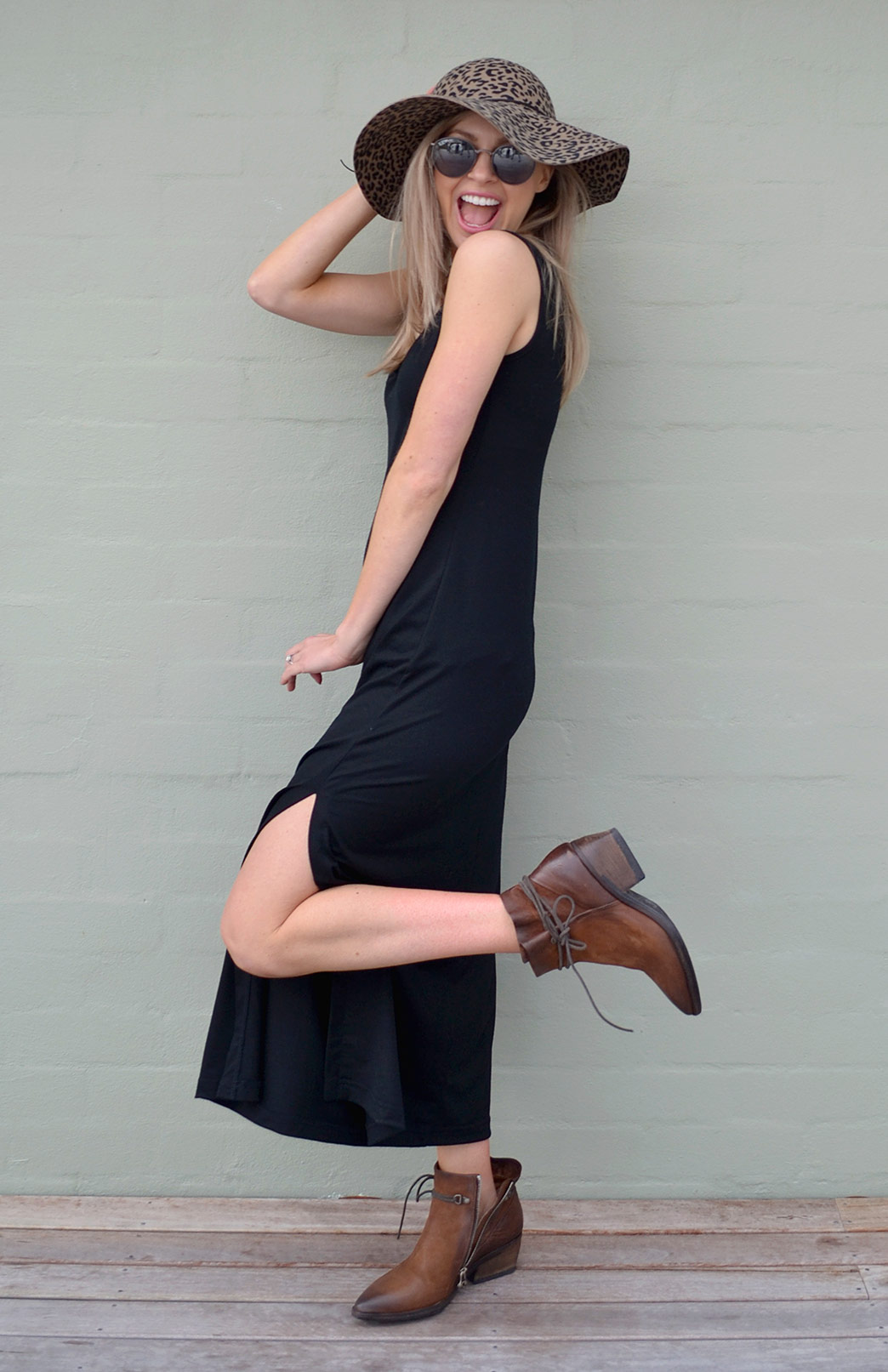 8572-v-neck-maxi-dress-black-02.jpg