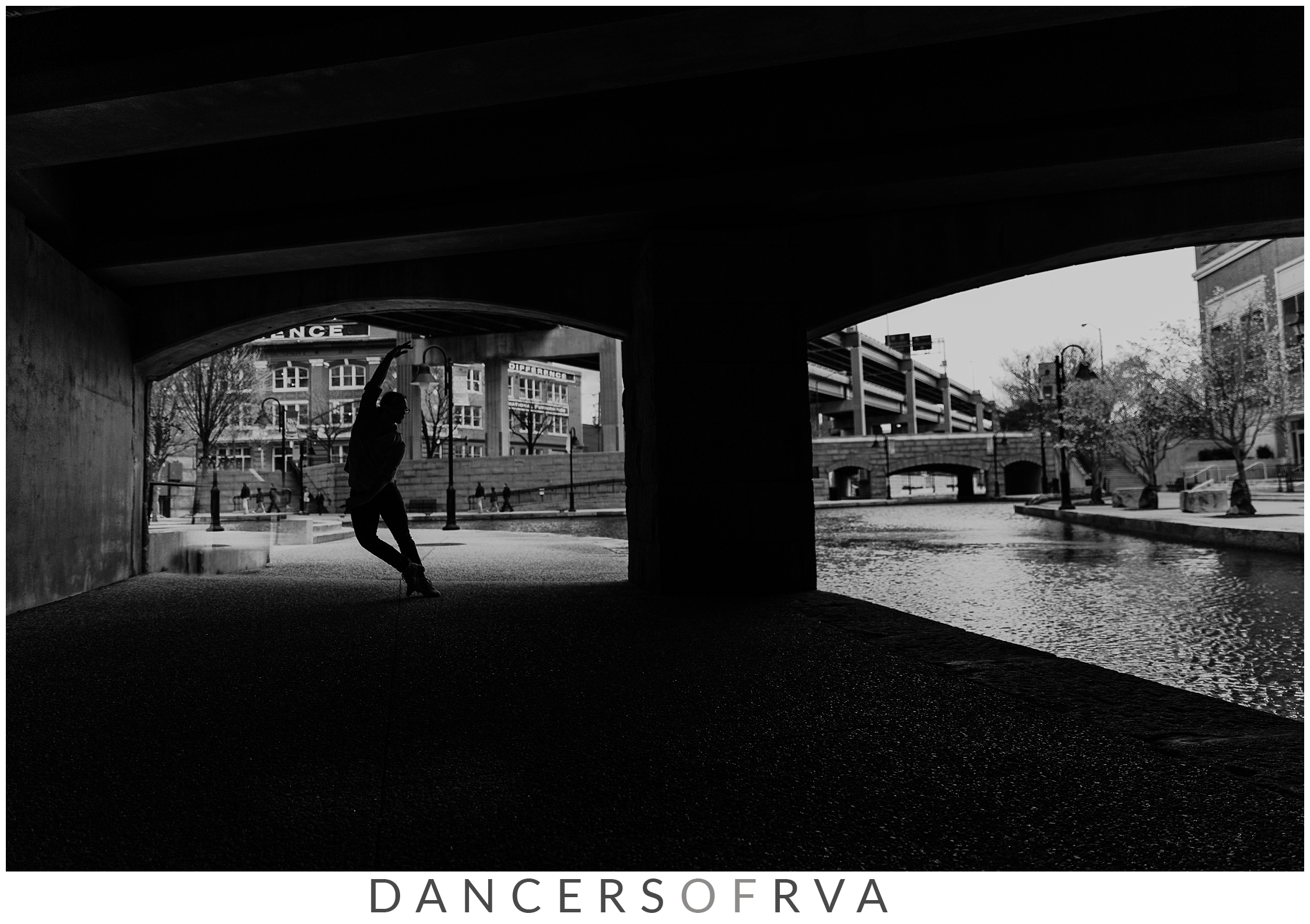 Dancer sillohoutte in Richmond's canal walk