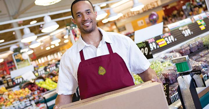 supermarket-employee-wearing-apron-with-custom-logo.jpg
