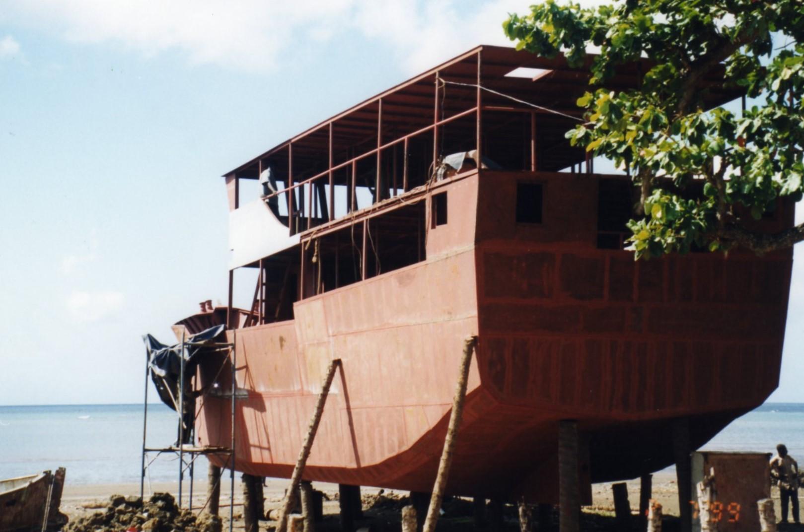 Dry dock Fomboni
