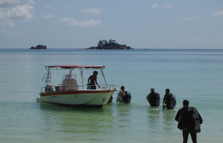 Going diving Praslin