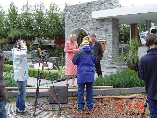 TV personalities & crew Chelsea Flower Show 2006.JPG