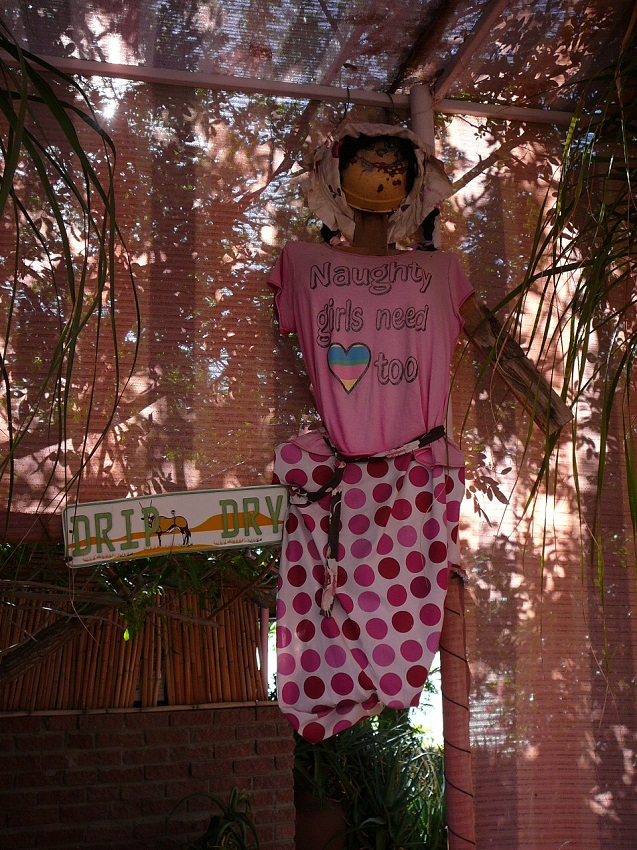 Drip dry sign and doll Pienk Padstal Kakamas.JPG