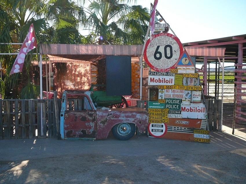 Pienk Padstal roadsigns & part of car Kakamas.JPG