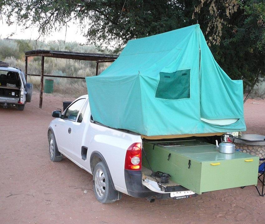Twee rivieren vehicle with rooftop tent Kgalagadi Transfrontier Park.JPG