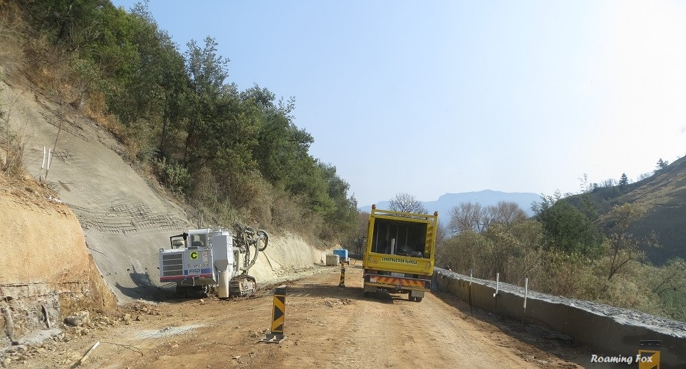 Roadworks on the South African side at the bottom of the pass