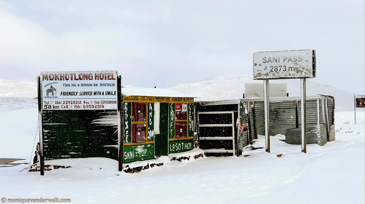 Snow on top of the Sani Pass
