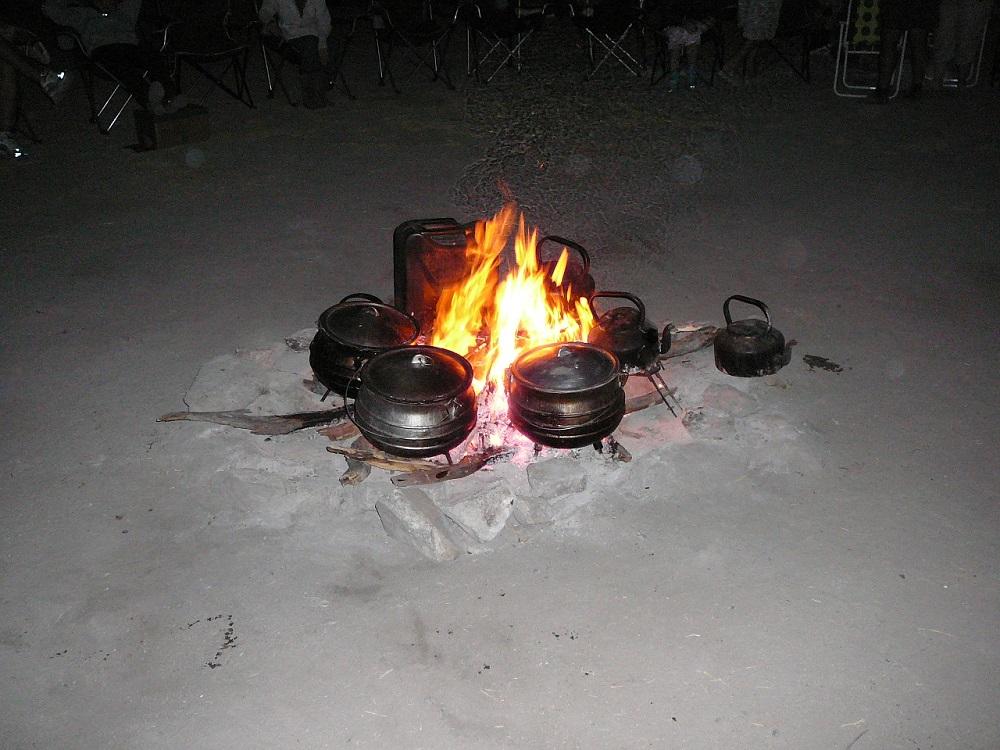www.roaming-fox.com 3 legged cast iron pots and fire.JPG